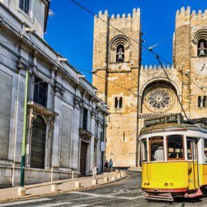 Bonde típico e catedral
